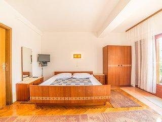 TH04255 Apartments Antić / Lijevi Studio A2, Selce