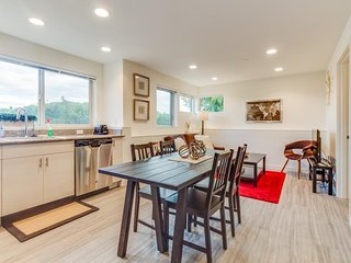 Dog-friendly International District condo w/ gorgeous views!