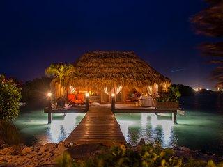Ocean Front Beach Villa - TOMATS, Savaneta