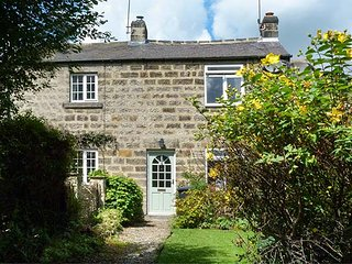 7 SCARAH BANK COTTAGES, countryside location, open fire, garden, in Ripley, Ref