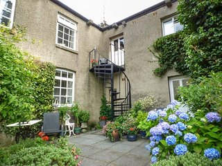 MILL BROW HOUSE, first floor apartment, WiFi, off road parking, close to
