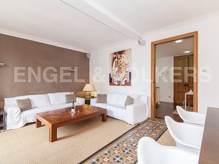 MODERNIST 4 BEDROOM APARTMENT IN EIXAMPLE, Barcelona
