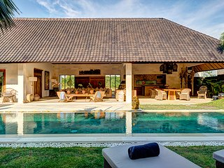 Nyoman, 3 Bedroom Big Pool Villa, Petitenget, Seminyak