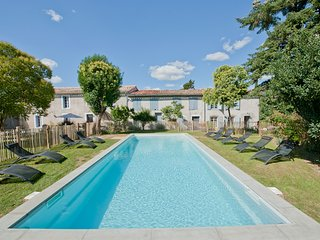 Property for 22 pers. with pool near medieval city