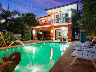 Deluxe 5 bed villa at Jomtien beach, Jomtien Beach
