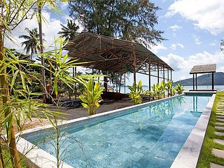 Chic beachfront 2 bed villa at Chalong