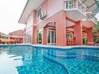 4 bed pool villa 1km to beach, Jomtien Beach