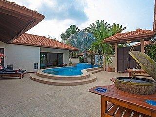 Serene 3 bed villa 1.6km from beach, Pattaya