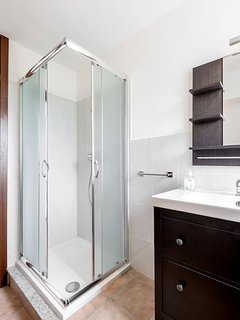 Batroom with shower