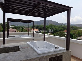 Penthouse with Jacuzzi in the Condotel Duangjai, Chalong