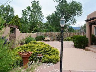 Private setting in heart of town, 1 block tree lined easy walk to Town, Taos