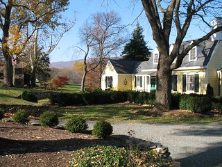 Ramsay Estate Cottage Cottage - 3 bbr/3 bath, Panoramic Mountain views, Charlottesville
