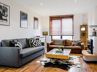 Serviced by HOSTMAKER: Cool 1 Bed in S. Kensington, London