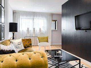 Stylish central 2 Bed 2 Bath Duplex Apartment