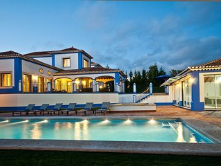 Luxury 5 Bed Villa with Sea Views & Pool House MLH, Olhos de Água