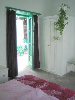 Vista del dormitorio a la terraza al jardin, version double cama