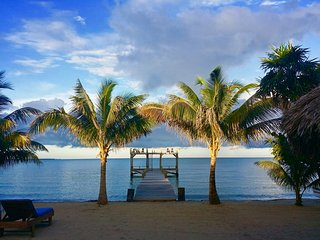 Villa Rising Sun Beachfront with Beach Bar & Dock, Hopkins Belize Luxury