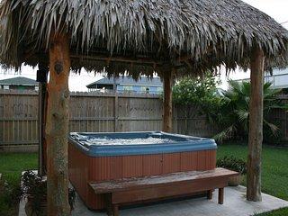 Sleeps 15, Dog-friendly, beach view, tiki bar, Galveston