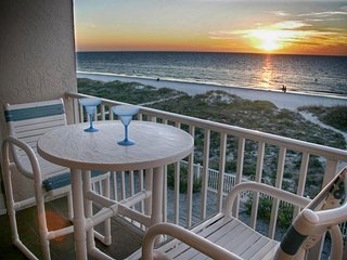 Beachfront 2br, 2 Bath condo-Directly on Beach! Beautiful Views Of The Gulf!, Indian Rocks Beach