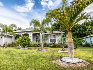 SOUTHERN EXPOSURE POOL HOUSE, Cape Coral