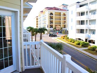 Huge townhouse for large families; walk to beach; air hockey table! +++ location, Myrtle Beach