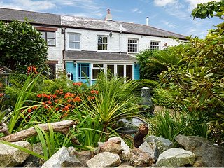 THE ARK COTTAGE, romantic retreat, wodburner, pet-friendly, St Blazey, Ref 929301, Bodelva