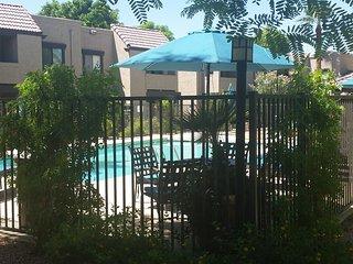 Sunny Scottsdale 2 bdm 2 bth heated pool & jacuzzi