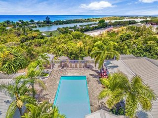 JACARANDA ...  affordable family villa with georgous views of Baie Longe!, Terres bassi