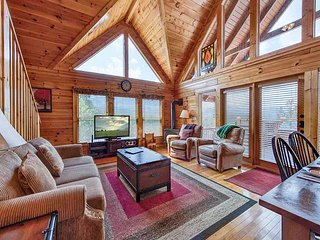 Above it All  Great Views  Hot Tub  Pool Access  Internet  Free Nights, Gatlinburg
