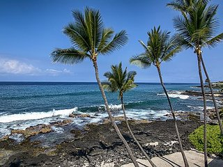 Completely Remodeled, Spacious Oceanfront 2 bedroom condo w/ Airconditioning, Kailua-Kona