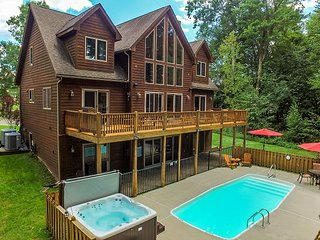 Stunning Home with Private Outdoor Pool & Community Amenities, Swanton
