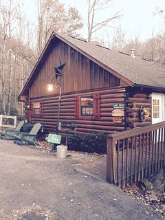 If your travels require a smaller 1 bedroom cabin, check out the Cozy Bear property # 7502253
