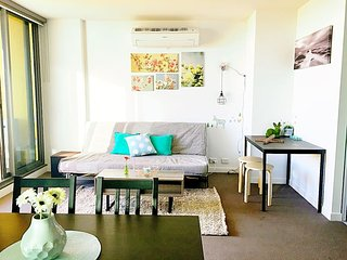 The Deck 2 BD 2 BATH Apartment in Melbourne CBD