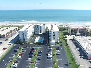 LUXURIOUS VACATION RETREAT! SANDCASTLES, Cocoa Beach