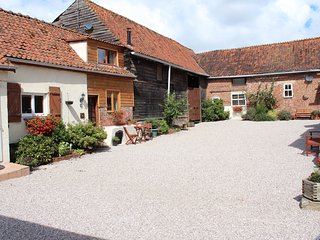 Le Tournesol - country style cottage with exposed beams throughout, Auxi-le-Chateau