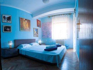 Universe Hostel Private Room Blue, Skopje