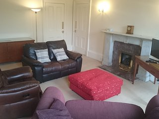 Melville House large apartment close to Edinburgh