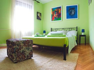 Universe Hostel Private Room Green, Skopje