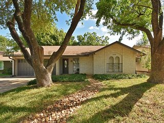 Southern Style in S Austin – Screened in Porch, Great Location!