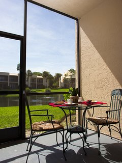 Enjoy your morning coffee on the screened lanai, overlooking the lake, watch for ducks and otters.