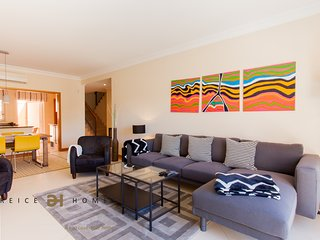 LUXURY 3 BEDROOM TOWNHOUSE FOR HOLIDAY RENTALS VIL