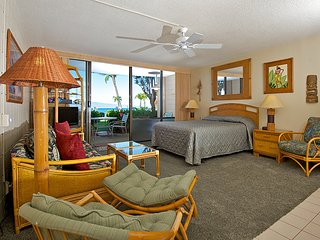 Ocean front ground floor studio in Kahana, Lahaina