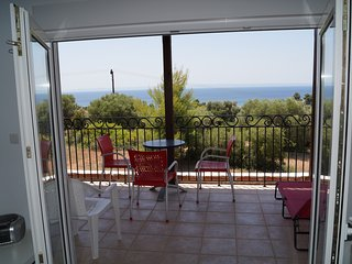 F6-Apartment on the first floor with terrace, Nikiti