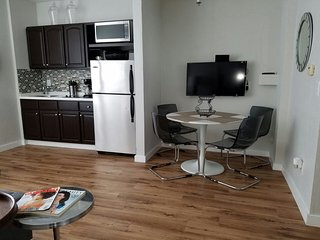 AMAZING 1 BEDROOM 2 STEPS FROM EVERYTHING, Miami Beach