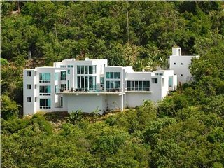 Modern Elegnace, Ocean Views, Private Chef, Cruz Bay