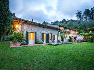 Luxury Tuscan villa rental with private pool and tennis court
