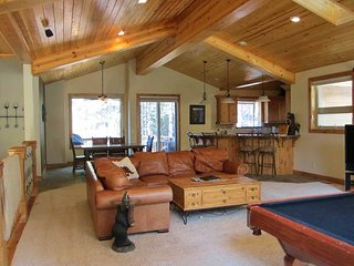 Spacious Tahoe Home with Pool Table and Large Backyard, Minutes from Heavenly and Lake Tahoe (HV17), South Lake Tahoe