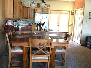 Beautiful Spacious Condo In A Great Location! Book Now! Sleeps 7!, Pagosa Springs
