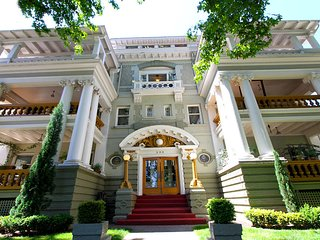Historic 1905 World Fair Apartment, Portland