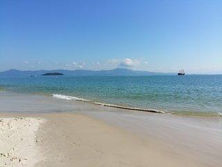 Hermoso apto a 60 metros de la playa , mar calmo.